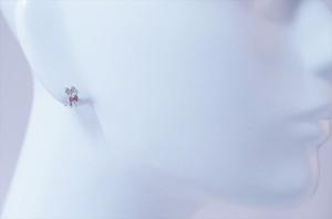 チェリーピンクキュービックジルコニア キラキラリボン付き はさみデザイン ジュエリー系スタッドピアス