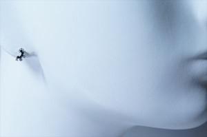 虹(レインボー)デザイン ブラック&ホワイトキュービックジルコニア ジュエリー系スタッドピアス