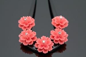 [華やかな席にぴったりなバチ型簪]ピンク/花/ラインストーン/透かし彫り/簪/かんざし/髪飾り/髪留め/日本製