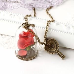 赤バラを閉じ込めた瓶のアンティーク風ロングネックレス