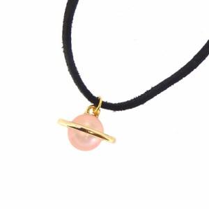 ピンク/土星モチーフの革ヒモ風チョーカー
