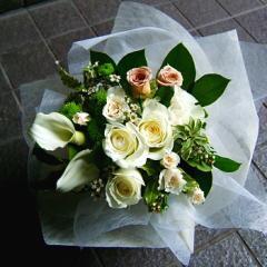 【人気ランキング 1位】父の日 ギフト 花10 おまかせ! ホワイトブーケ 花束  (カーベラ、バラ、ユリ、