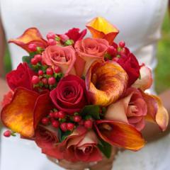 【人気ランキング 1位】父の日 ギフト 花15 おまかせ! レッド系ブーケ 花束  (カーベラ、バラ、ユリ、