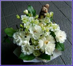 【人気ランキング 1位】父の日 ギフト 花46 おまかせ!白系フラワーアレンジメント (カーベラ、バラ、ユリ