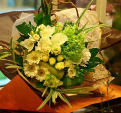 【人気ランキング 1位】父の日 ギフト 花93 おまかせ!ホワイトブーケ花束  (カーベラ、バラ、ユリ、プレ
