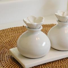 陶器でできた小瓶[ホワイト色 [8252] アロマオイル容器 陶器の瓶 アロマ オイルボトル 瓶 アメニティ 癒し おしゃれ 小物 バリ島 ガラス