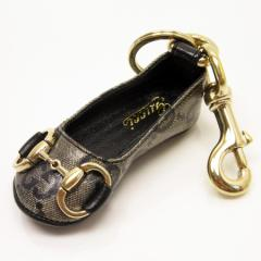【中古】グッチ キーホルダー チャーム ◆ GG柄 靴モチーフ レディース ◆定番人気 グレー/ブラック/ゴールドラメ t11659