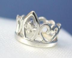 【送料無料】 【4月の誕生石:ダイヤモンド】 K18WG ダイヤモンド ベビーリング【ティアラ『プリンセス』タイプ】