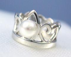 【送料無料】 【6月の誕生石:パール 『真珠』】 K18WG パール ベビーリング【ティアラ『プリンセス』タイプ】