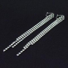 スワロフスキーの煌く光のライン型 イヤリング 長さ100ミリ