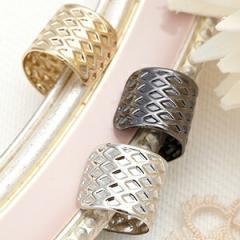 片耳イヤーカフ シンプルなダイヤ柄 ピアスホールなくてOK イヤリング シンプル ユニセックス 男女兼用 メンズライク 3color