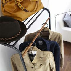 コートハンガーラック、立てかけ式なので壁を傷つけません、シェルフ付きで帽子やバッグ収納に、オシャレ玄関に早変わり