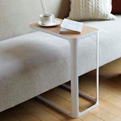 サイドテーブル、ソファに差し込んで使える、スペースを広く保てるサイドテーブル