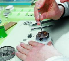 【腕時計修理】【時計修理】 クリスチャンディオール 電池式 クォーツ 【時計 修理】【腕時計 修理】【時計 オーバーホール】【腕