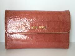 ミュウミュウ miumiu 長財布 レディース - 5M1120 ピンク 型押し加工/がま口 エナメル(レザー)【中古】