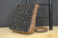 日本製 帆布カバー付きショルダーバック-柿渋染め 印伝トンボ