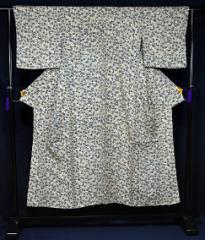 中古 [単衣] 紬 白地に粋な花柄 小紋 身丈150cm 裄丈62.5cm T724