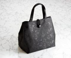 即納☆いざという時も便利★上品な薔薇柄の生地   黒 ブラック フォーマル  手提げバッグ★大人 ハンドバッグ BAG