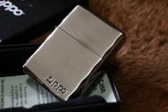 【Armor ZIPPO】 重厚アーマー ジッポロゴ シルバーサテン&ブラック 両面コーナーカット彫刻 黒 銀 Zippo シンプル アーマージッポ