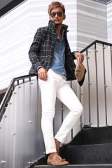 秋冬 の代表的 アウター !美しい ロールの 立ち襟 が人気、 イタリアンカラー メルトン ジャケット を使った 大人 カジュアル コーデ。