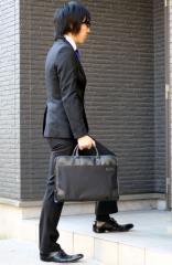 本格派のビジネスバッグコーデ