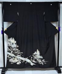 中古 シックな上品柄 比翼付 黒留袖 身丈158cm 裄丈64.5cm T699