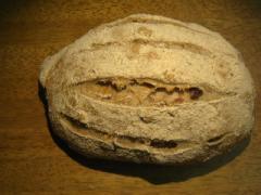 奇跡の30年自家製天然酵母カレンズライ。ドイツパンの代表各のぱんで、酸味を抑えた食べやすいぱんでチーズと相性良いんです。