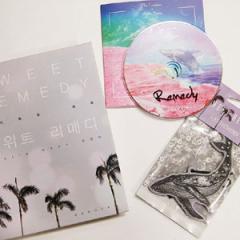 韓国書籍 NINE MUSESのムン・ヒョナの自伝的旅行エッセイ「SWEET REMEDY - 匂やかな治癒」 特別洋装版 (本+CD+芳香剤)