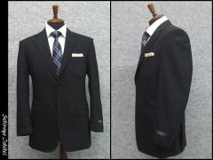 春夏物 ベーシック2釦スーツ 黒縞 毛100% [A体] メンズ ワンタックスーツ