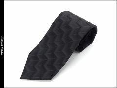 高級フォーマルデザイン柄ネクタイ 黒 階段柄 シルク100% 葬式・葬儀・告別式 メール便可