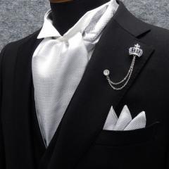 ◆礼装◆アスコットタイ チーフ付◇シルバー(銀ラメ入)◇シルク100% 日本製  メンズフォーマル acc-cf2-SV