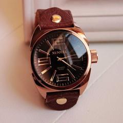 腕時計 アンティーク風 レザー製 (ブラック)