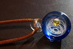 ネックレス ガラスの中の小さな宇宙 幻想的 革紐風 (Aタイプ)