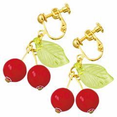 赤/揺れるさくらんぼモチーフのゴールドカラーイヤリング(両耳用)