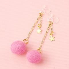 ピンク/フェルトボール&星が揺れる樹脂イヤリング(両耳用)