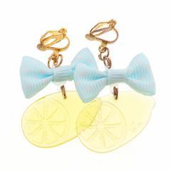 水色リボンつきレモンのイヤリング