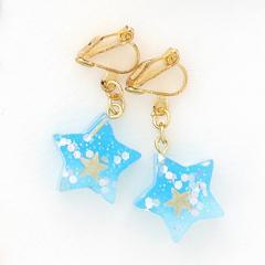 水色/星とラメがちりばめられた星型イヤリング