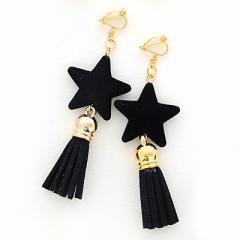 黒/大きめ星とタッセルのイヤリング