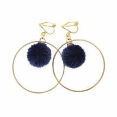 紺/ポンポン&金フープが揺れるイヤリング