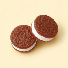 茶/クリームサンドクッキー型マグネットピアス