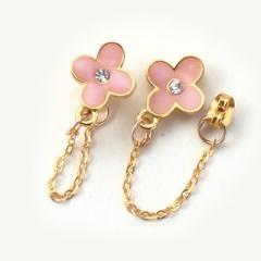 ピンクのお花とチェーン付マグネットピアス