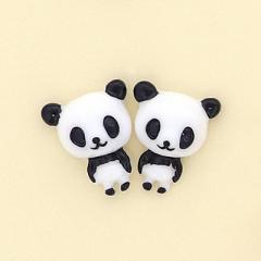パンダのマグネットピアス