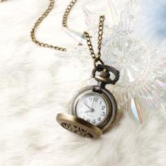 雪の結晶モチーフの懐中時計ネックレス