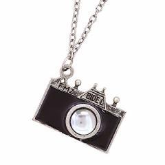 アンティーク風カメラ型ロングネックレス