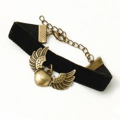 金古美/黒ベロアに羽つきハートのブレスレット