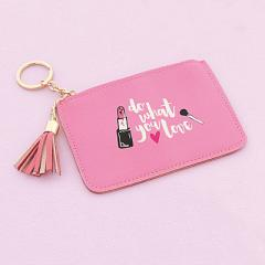 ピンク/リップと英字デザインパスケース