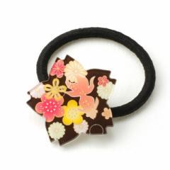 ブラック/和風お花と金魚柄の桜型プレートヘアゴム