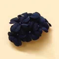 紺/お花の並ぶヘアクリップ