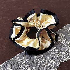黒&シャンパン金色/サテン風フリルシュシュ