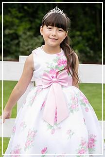 可愛らしいフラワーモチーフの上品ドレスたち